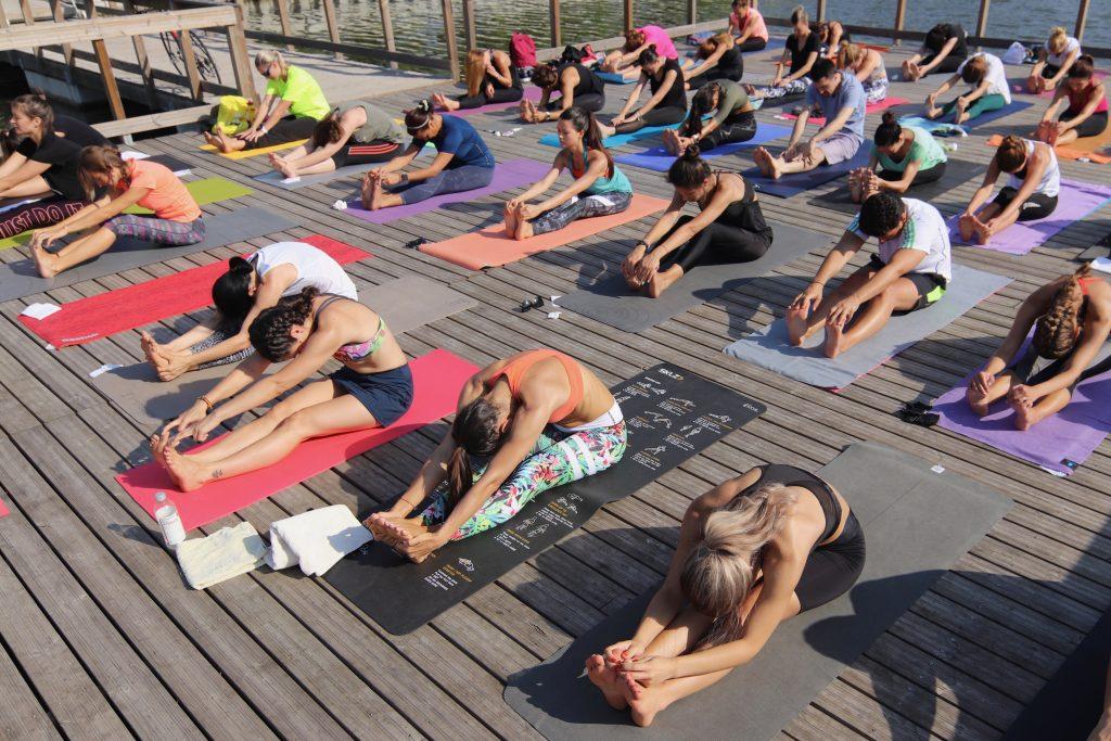 yoga în aer liber