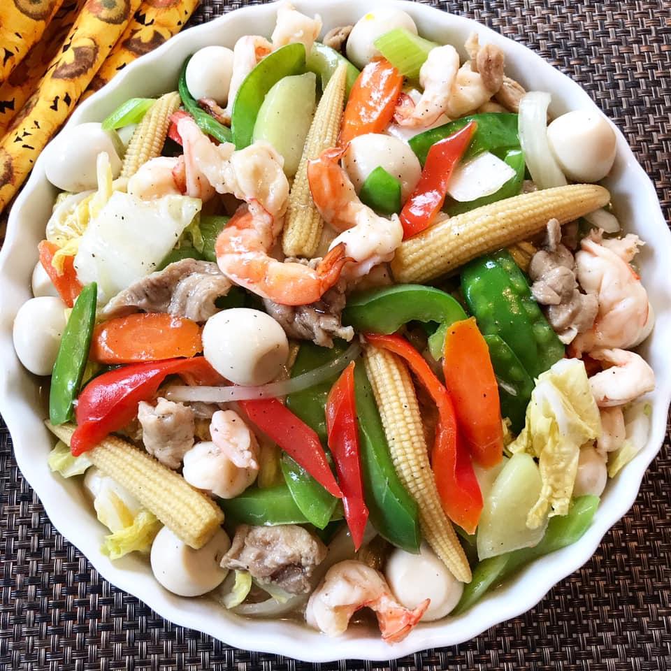 Un preparat filipinez cu legume și carne.